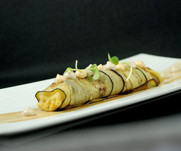 canelon hummus envuelto en berenjena gastronoms